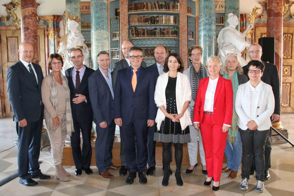 Gruppenbild vom Festakt im Kloster Wiblingen